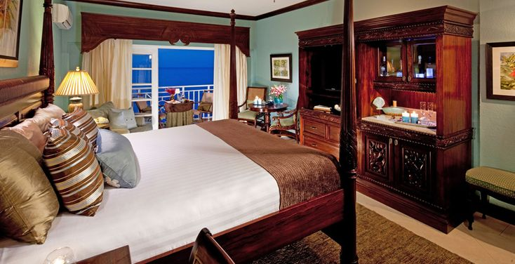 Riviera Honeymoon Beachfront Penthouse Club Level Room - PO-SANDALS OCHI-US$316 pp/pn - JA$164,320 - 4 nights//US$1,264
