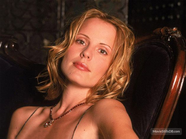 Buffy the Vampire Slayer - Promo shot of Emma Caulfield