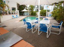 Aruba Beach Resort - BBQ Area/Outdoor Pool - Broadbeach Family Holiday Accommodation