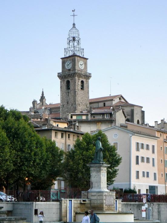 Digne-les-Bains, the market place, Alpes-de-Haute-Provence, France CC BY-SA Johan N
