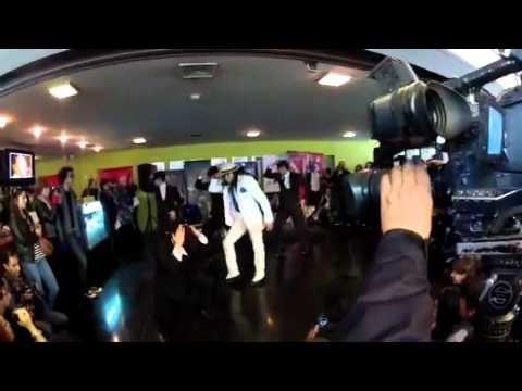 Fans presentan coreografía al ritmo de Smooth Criminal en el Museo de la Moda