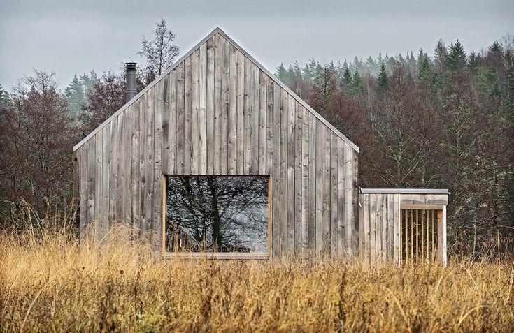 Foto Leif Weckström. Huset är från 2015, men sitter så fint i landskapet att man tror Åkerudden stått där i decennier.