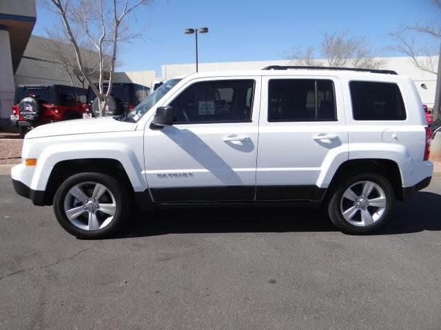 2013 jeep patriot ... I'm not gonna get this car it's a bit too big for me . But cool Jeep tho !!