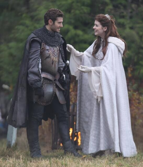 Julian Morris & Sarah Bolger on the set of OUAT (November 26, 2013 ...