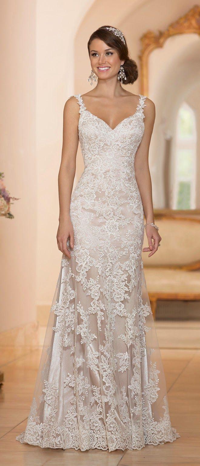 Sem dúvida nenhuma vestido de noiva com renda é o meu tipo de vestido favorito. Acho que fica feminino, sexy, chique… e dá pra brincar com a renda em todas as modelagens: princesa, sereia, re…