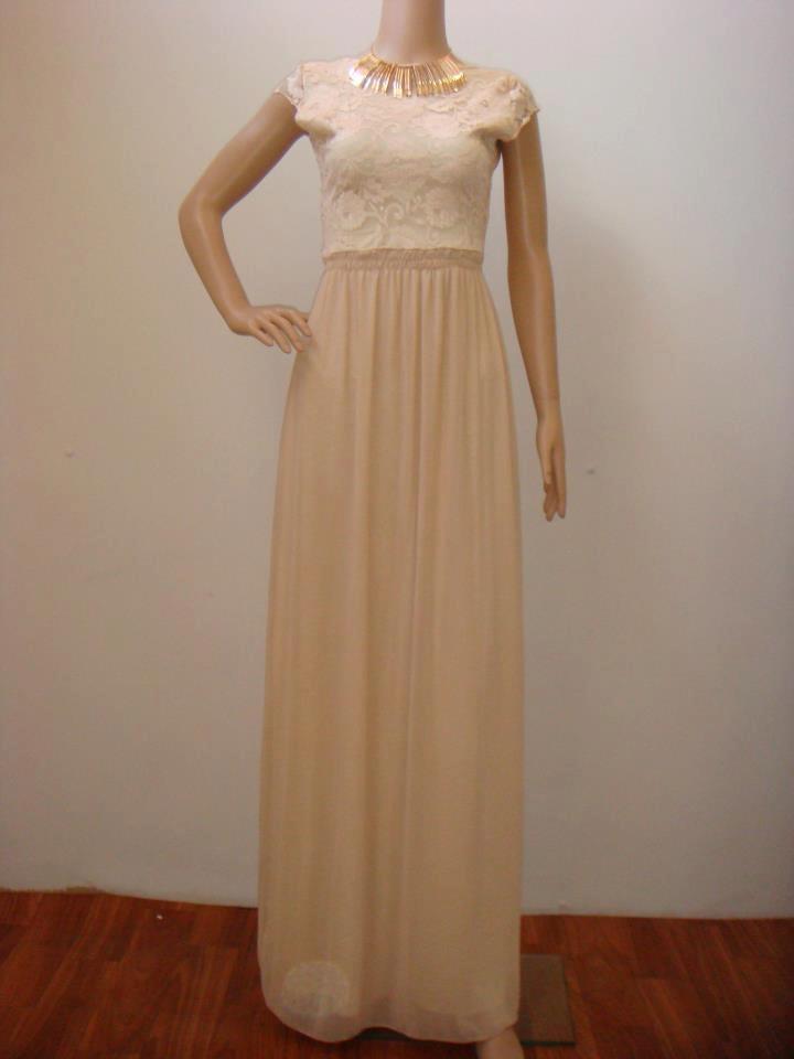 Dragele mele v-am pregătit o rochie lungă în nuanțe de crem, perfectă pentru zilele însorite ce vor urma. Vă așteptăm în magazin să o probați.