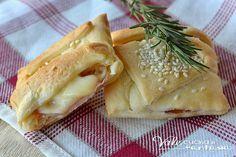 Stuzzichini di pasta brisè con speck e fontina velocissimi, facilissimi solo 3 ingredienti per avere un antipasto,finger food e aperitivo sfizioso