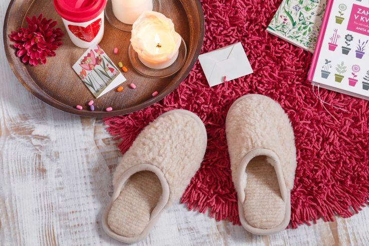 Není nic příjemnějšího, než vklouznout bosýma nohama do teplých bačkor… A přesně ty pro vás máme!
