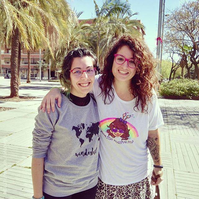 Haciendo entrega de esta preciosa camiseta personalizada para @marina.purpurina hecha con mucho cariño!! Muchas gracias guapa! Espero que la disfrutes y pintes muchas caritas con ella!! 😄🎨🎨🎨 #rainbowgirlbcn #marinapurpurina #camisetapersonalizada #customshirt #pintadoamano #handpainted #etsy #etsybcn #etsyshop #madeinspain #facepainting #pintacaras #barcelona #ripollet #rainbow #arcoiris #worldmap #wanderlust #handmade #shirt #fashion #logo