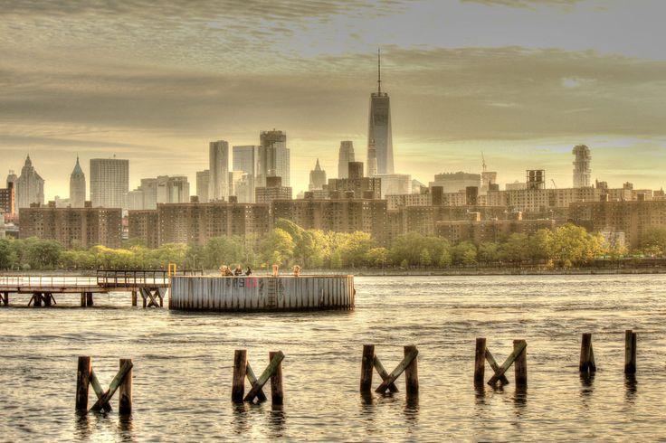 Manhattan Skyline from North Williamsburg on a cloudy day [3449x2301]