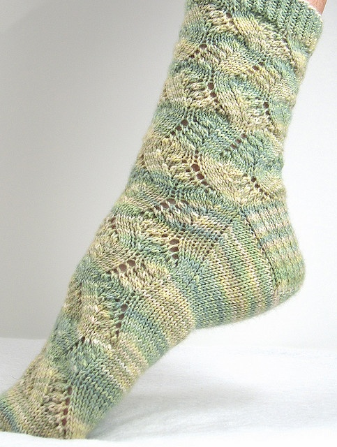 Spring Forward-------------Beautiful Sock and the pattern is FREE !