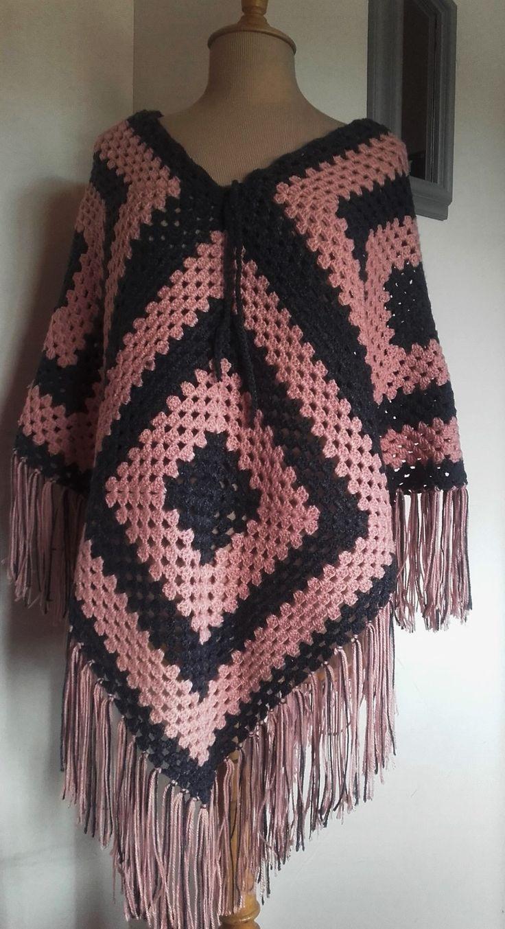 Poncho - châle rose et gris crochet - ref 179 : Echarpe, foulard, cravate par anita-vintage