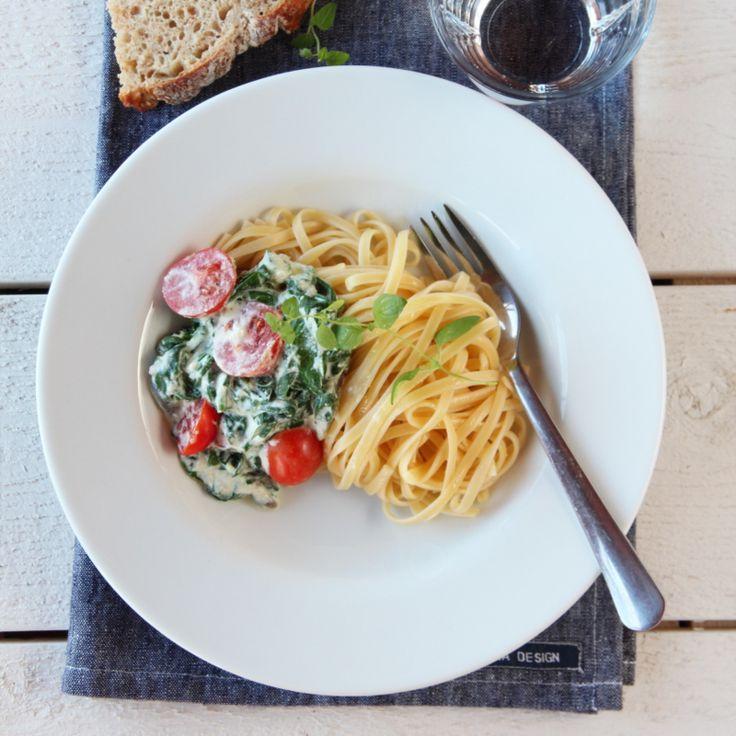 Spagetti med ricotta, spinat og tomat