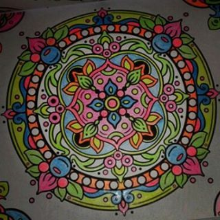 #Zen #mandala #mandalasyotrosdibujoszenparacolorear #mandala #colorful #colores #blancoynegro #blackandwhite #comparacion. #diferencia #antistresscoloringbook #editorialplaneta