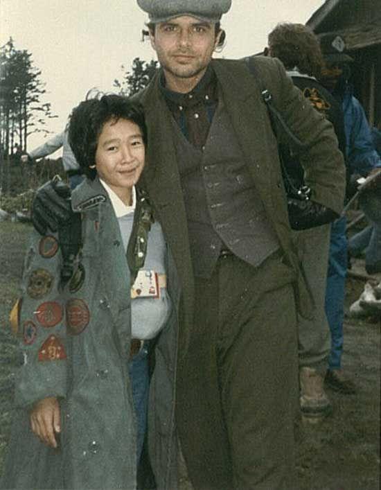 Jonathan Ke Quan and Joe Pantoliano on the set of The Goonies