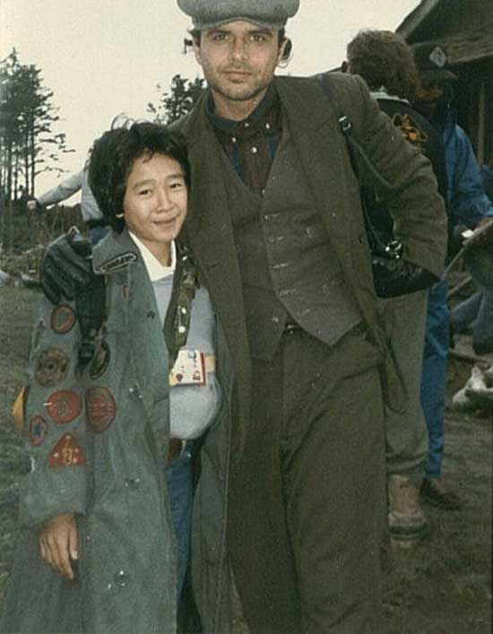 Jonathan Ke Quan and Joe Pantoliano on the set of The Goonies