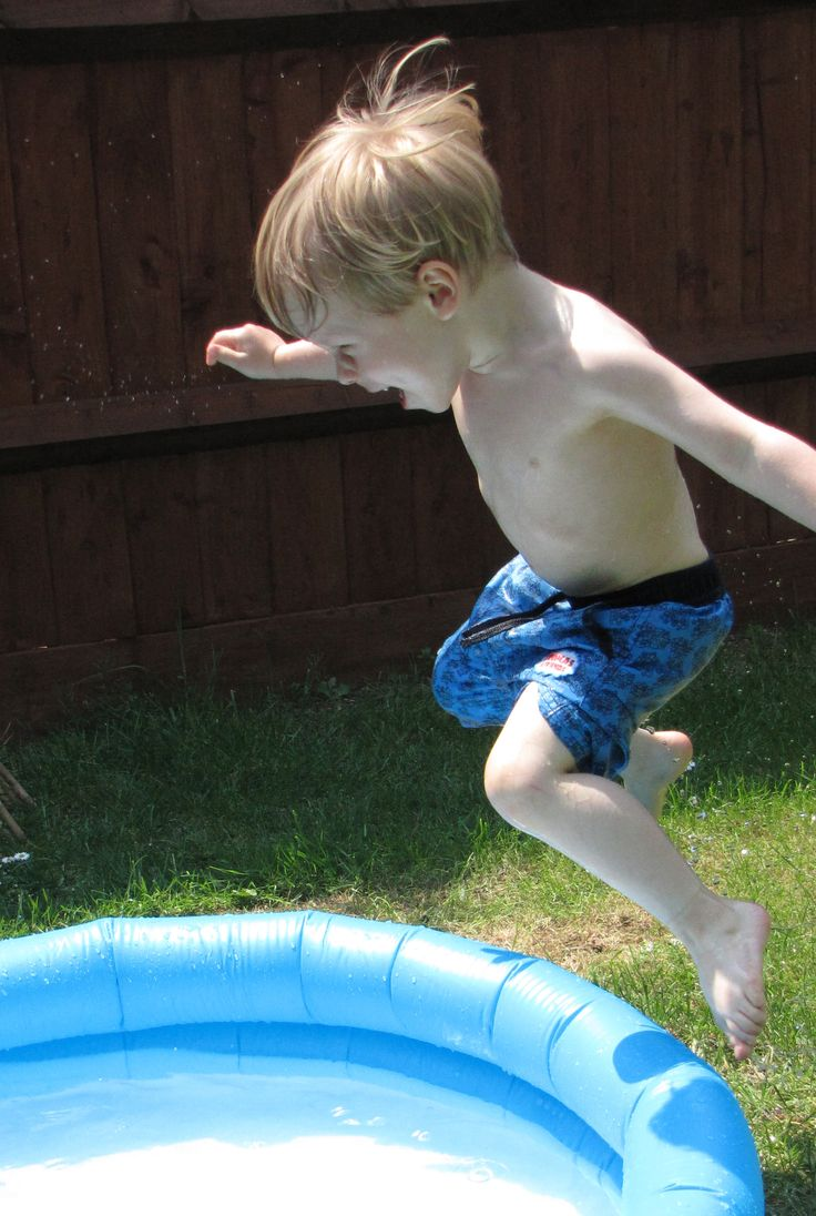 #VeryMe #VeryRedrow What outdoor living space wouldn't be complete without kids having fun, a cheap paddling pool and a hot day is all you need to take the fun outside! Its the simple things in life :-)
