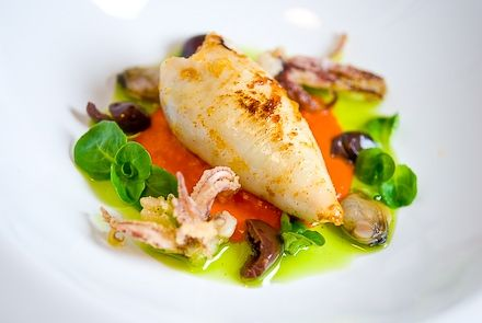 Calamaro farcito su crema di pomodorino, vongole veraci e olive taggiasche, inserita da Fabrizio Rivaroli