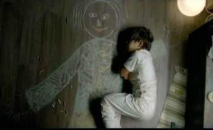 Iraqi boy in an orphanage drew his mother and slept in her arms :( Heatbreaking