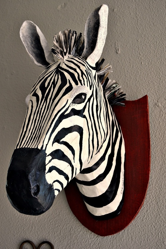 Zebra van papier mache, helemaal te gek. Maar helaas zonder beschrijving.