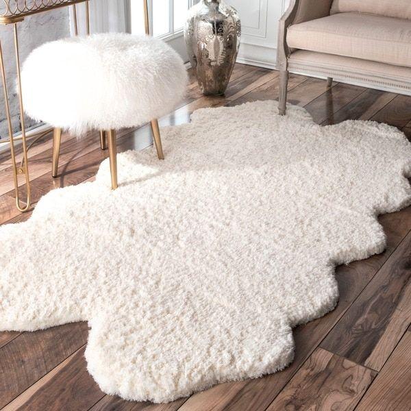 NuLOOM Handmade Faux Sheepskin Quarto Pelt White Shag Rug (3u0027 X 6u00276)  (Quarto Pelt) (Polyester, Solid)