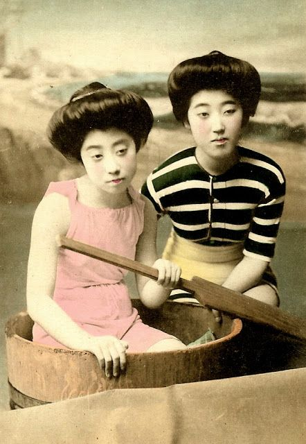 vintage everyday: 37 Rare and Amazing Color Photos of Young Japanese Girls Posing in Bathing Suits from the Early 20th Century