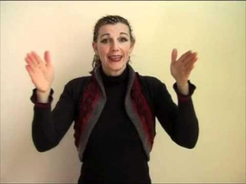 Gebarenliedjesmaakster Ellis Bell zingt het lied 'Klein rood autootje' met ondersteunende gebaren. Download Gebarenliedjes via iTunes: http://itunes.apple.co...