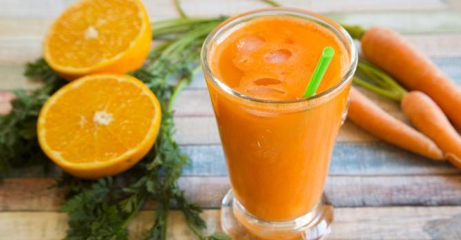 Recette de Smoothie carotte, orange et citron à moins de 200 calories le verre. Facile et rapide à réaliser, goûteuse et diététique.