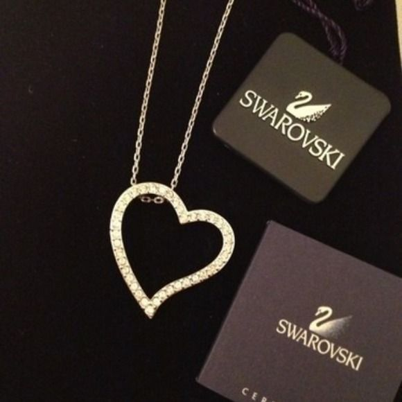 Swarovski heart pendant Worn twice. Excellent condition swarovski Accessories