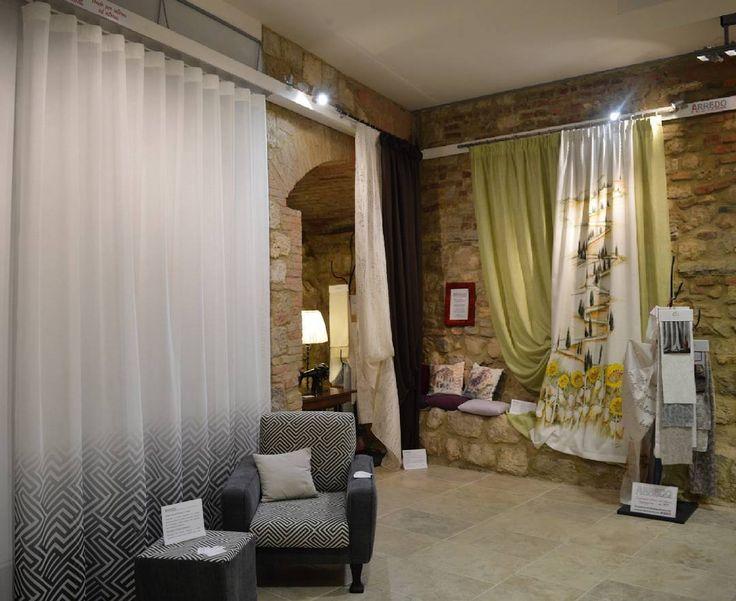Allestimento nella suggestiva cornice della Fortezza di Montepulciano in esposizione alla Mostra dell'Artigianato fino al 25 aprile.  #ARTEARTI #montepulciano #artigianato #tende #tendaggi #tappezzeria #arredamento