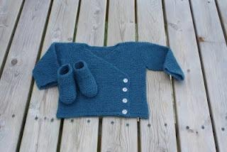 Min lille verden...: Babystrikk og sjal. :-))