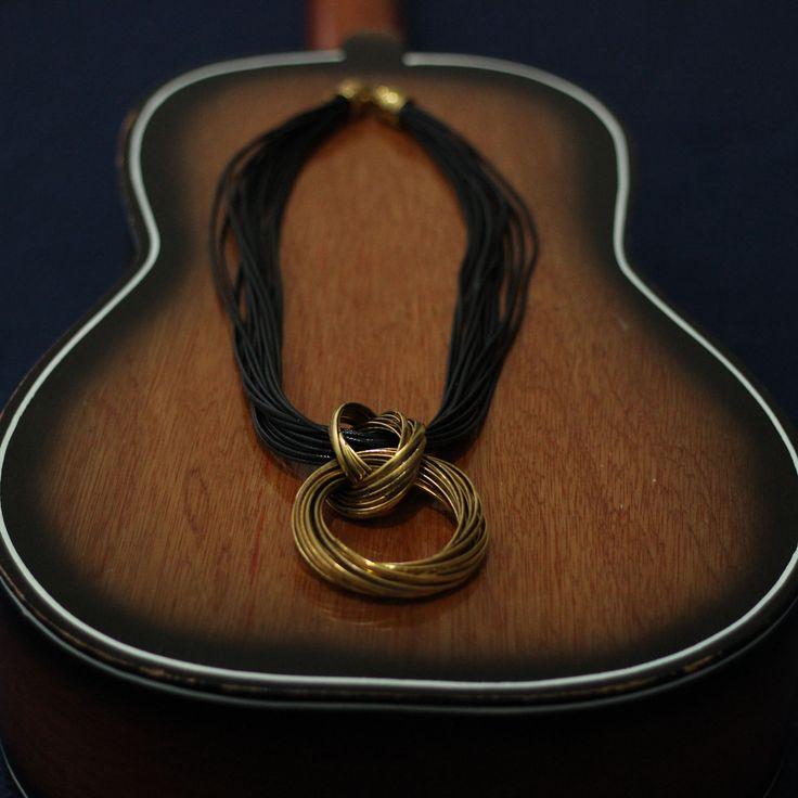 ¡Contáctanos y adquiere este hermoso collar! #Collar #Chile #Venta #Oferta #Accesorio #Música #Cuatro