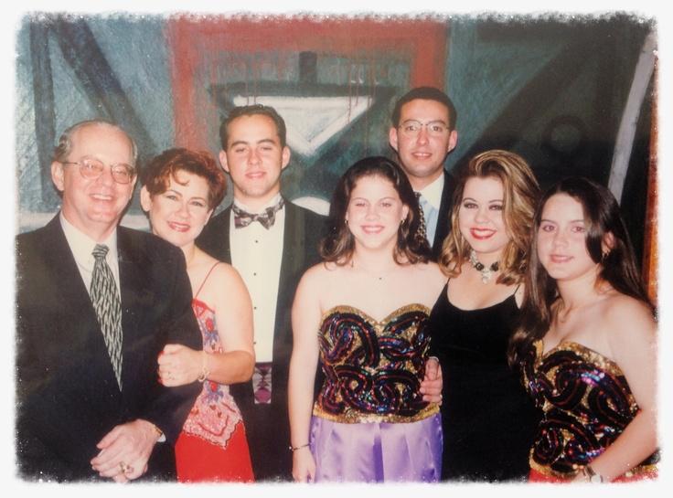 Nosotros con nuestros cuatro hijos y Rafa. Aprox 1990...