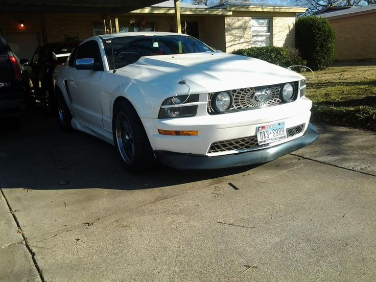 Awesome white color 05 mustang GT