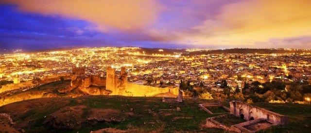 Pirati in questa offerta vi proponiamo un meraviglioso tour del Marocco, della durata di 9 giorni e 8 notti!   Inizierete il vostro viaggio atterrando a Fes, la città spirituale del Marocco, che racchiude due città in una e percorrerla è come fare un salto all'indietro di diversi anni: un labirinto di passaggi, corridoi, stradine, scale…
