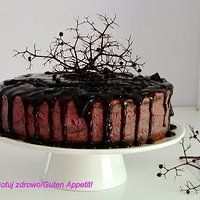 Tort z maki gryczanej z kremem z czarnego bzu