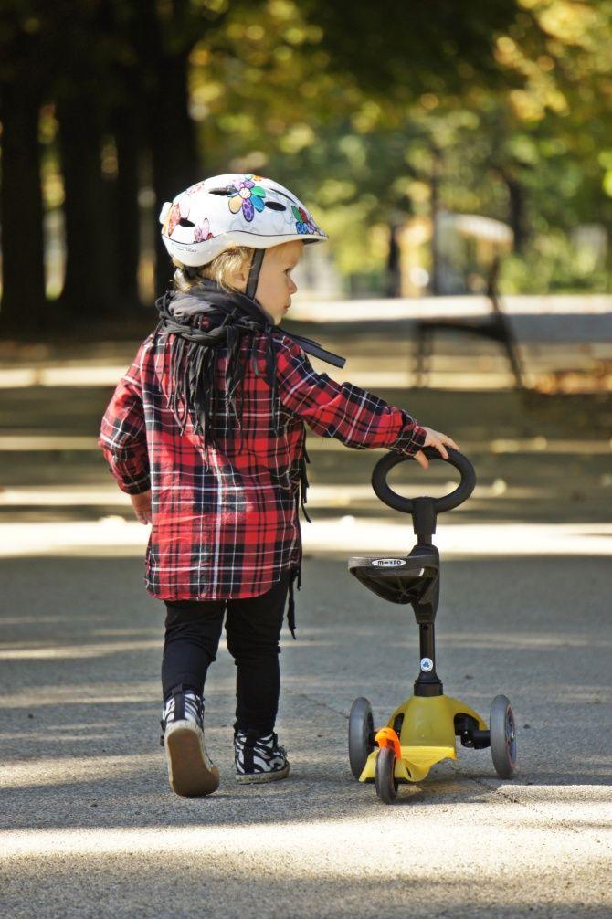 Mini Micro Seat to jeździk i hulajnoga Mini Micro w jednym :-). Sprawdzona konstrukcja hulajnogi Mini Micro posłużyła jako fundament dla jeździka Mini Micro Seat. Zastąpiono długi drążek, krótszym z fajnym uchwytem i możliwością zamontowania siedziska i ustawieniem go na dwóch wysokościach. Mini Micro Seat producent proponuje dla dzieci od 1 do 5 roku życia. http://www.aktywnysmyk.pl/87-mini-micro-seat-jezdzik-i-hulajnoga-mini-micro