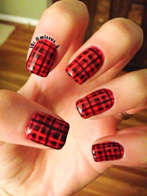 Checkered Nail Ideas For Winter
