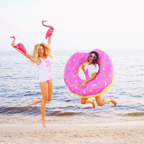 NEED this donut floatie for summer!! So cute!
