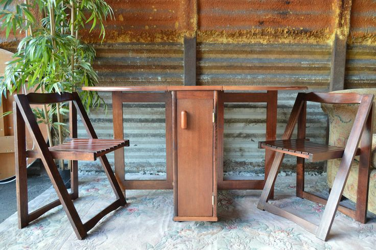 Drop leaf gate leg table 4 folding chairs stored inside for Html table inside th