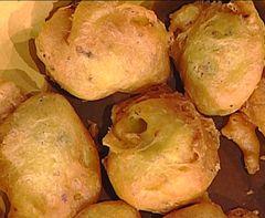 1 kg di patate  15 filetti di acciughe salate  olio extra vergine d'oliva  Per la pastella:  180 g. di farina  30 g. di burro  1 pizzico di lievito  2 uova  sale