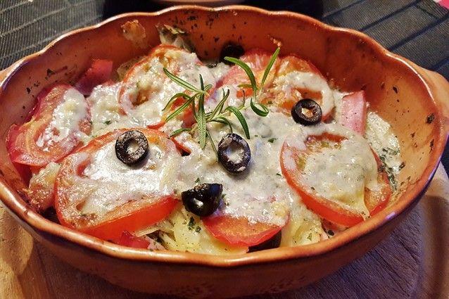 I pomodori gratinati sono un contorno facile, sfizioso e leggero. Ideali per essere consumati nei mesi estivi, possono essere fatti al forno, in padella o al microonde.