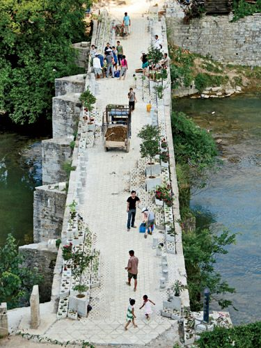 In reconstructing and resurfacing this 300-year-old bridge in Guizho, RUF sought to revitalize the historic structure using the means and techniques available. Precast concrete was added to strengthen