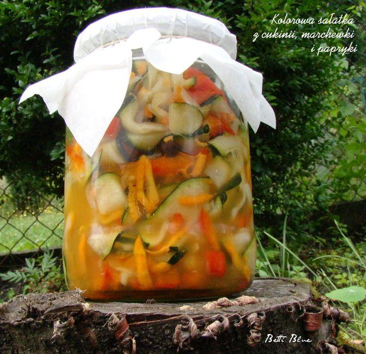 Kuchnia Betti: Kolorowa sałatka z cukinii, marchewki i papryki - przetwory