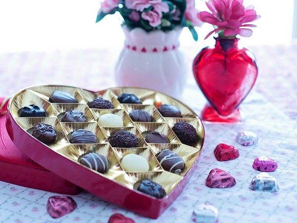 #cadeaux de #SaintValentin #chocolats et #fleurs et #coeurs <3
