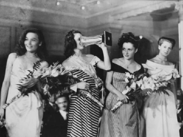 Lucia Bosè, italian actress, winner at competion for miss Italia 1947, with other contestants Maria Canale, Gina Lollobrigida and Eleonora Rossi Drago