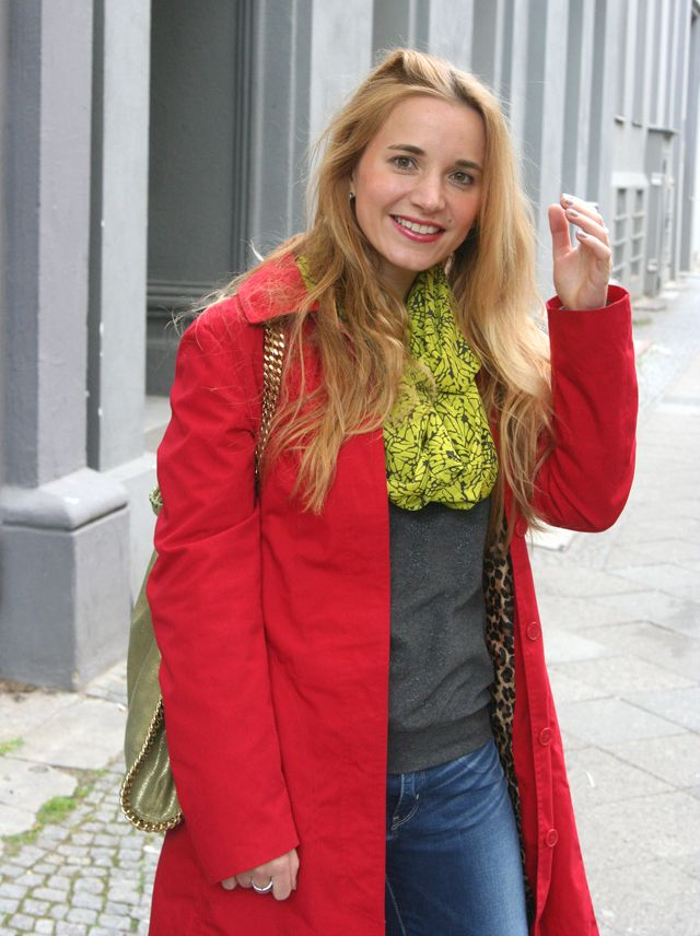 Outfit: Roter Sommermantel - GlamourSister.com