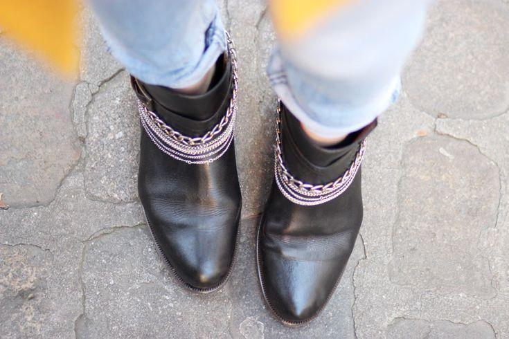 Boots chains & glitter - Boots paillettes et chaines - Artlex fashion blogger - Artlex blogueuse mode Lyon / #artlex#streetlook#manteau jaune#boyfriendjean#streetstyle##boots#fashion#blogger#fashionblog#fashionblogger#outfitoftheday#ootd#blog#mode#lyon#blogueuse#look#style##winter#glitter#boots rock#boots a paillettes#rock