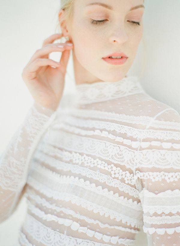 Natural makeup with a soft coral lip | Vasia Han Photography