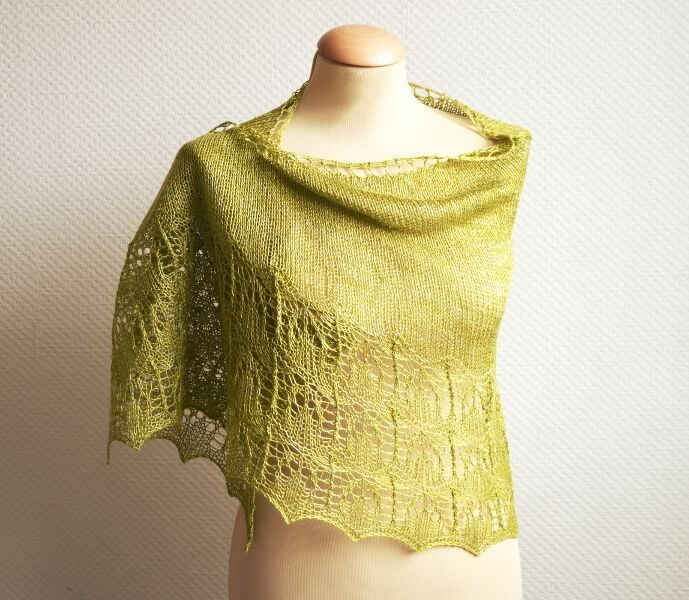 Olivijn is designed using Siide-Quirlig. It is a crescent-shaped shawl worked from the top-down. Its stockinette body will let that special skein of fingering weight yarn shine, the lace edging adds a special touch of luxury. The shawl is started with a garter stitch tab, then the lace in the border is knit on both right side and wrong side rows. The instructions for the body and the border of the shawl are provided both fully charted and written out. olivijn   La Visch Designs